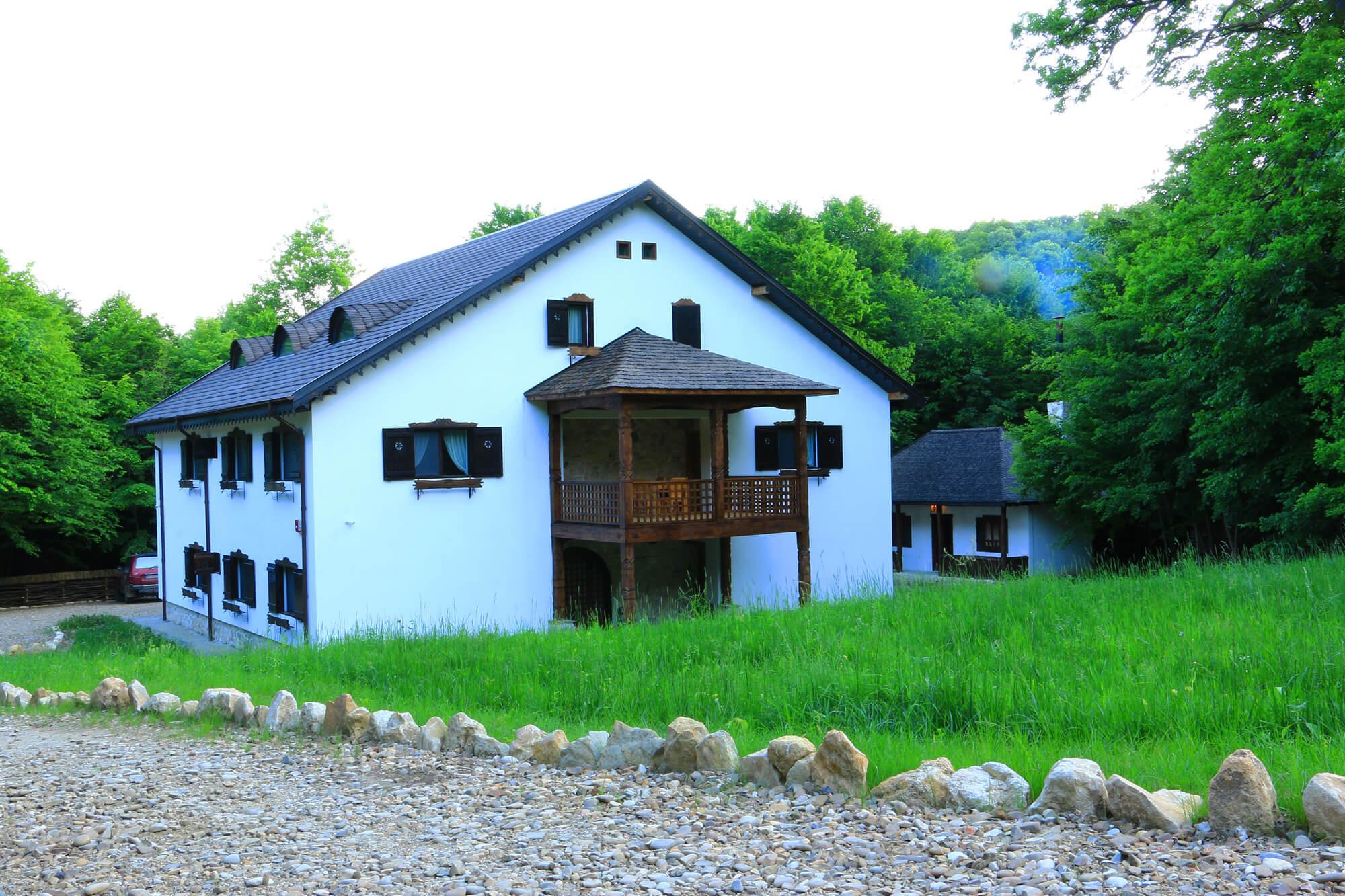 Izvoranu Cottage