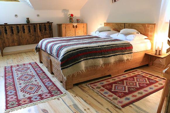 cabana izvoranu buzau camera 11 dormitor cabana mansarda-581x386
